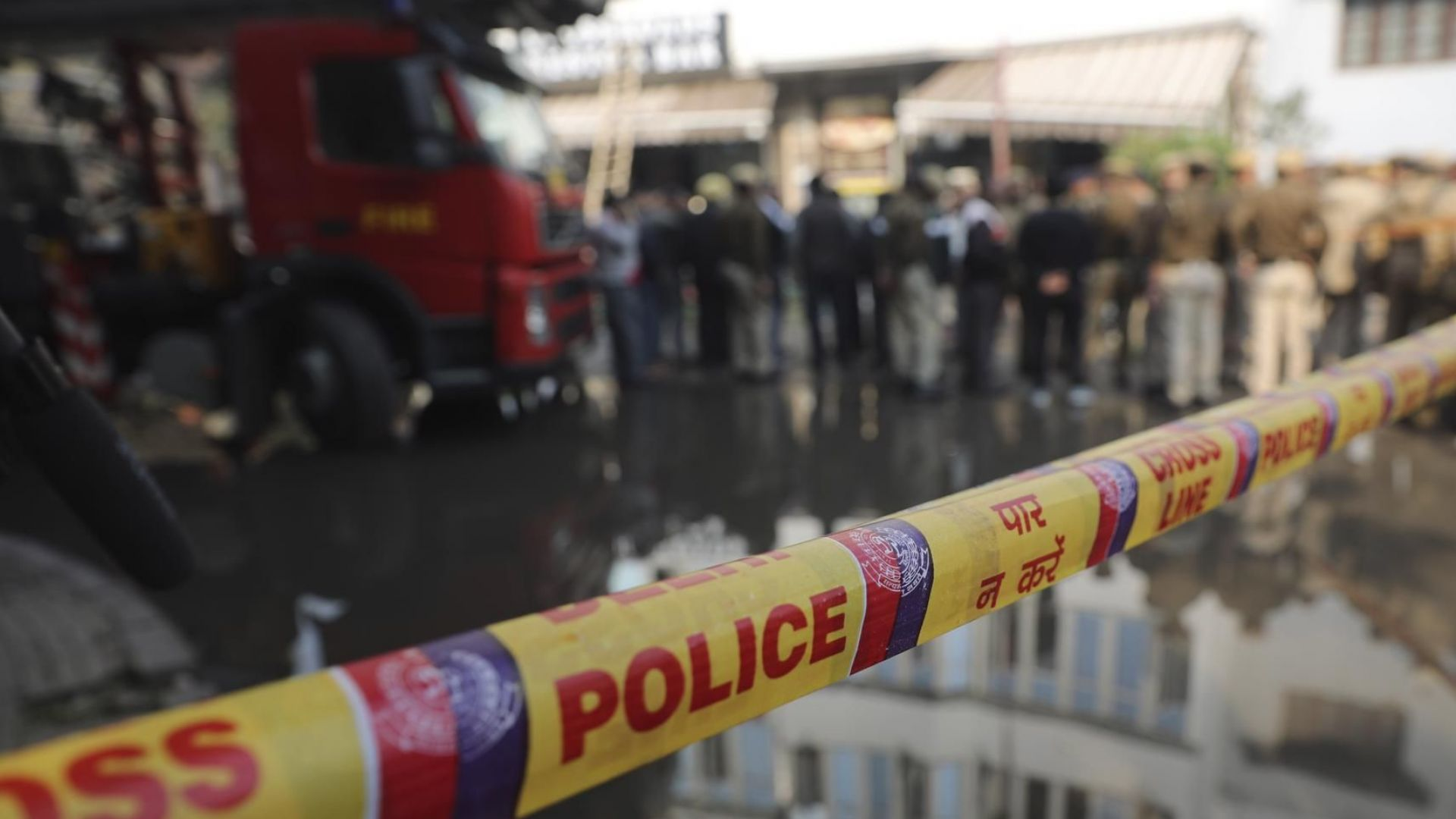 Снимка: Пожар в хотел в Делхи отне живота на 17 души