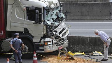 Хеликоптер се разби на магистрала в Бразилия, загина известен журналист