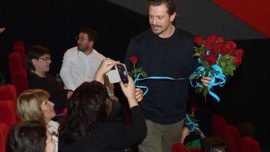 """Калин Врачански поднесе рози на всички дами на представянето на """"Господин X и морето"""""""