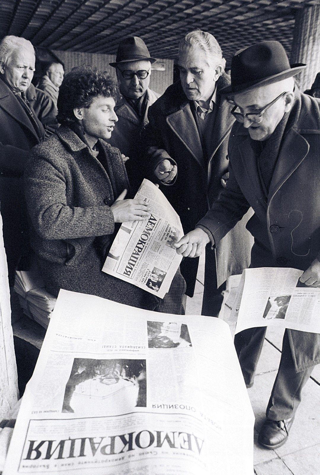 1990 година - опашка за новия вестник на сините