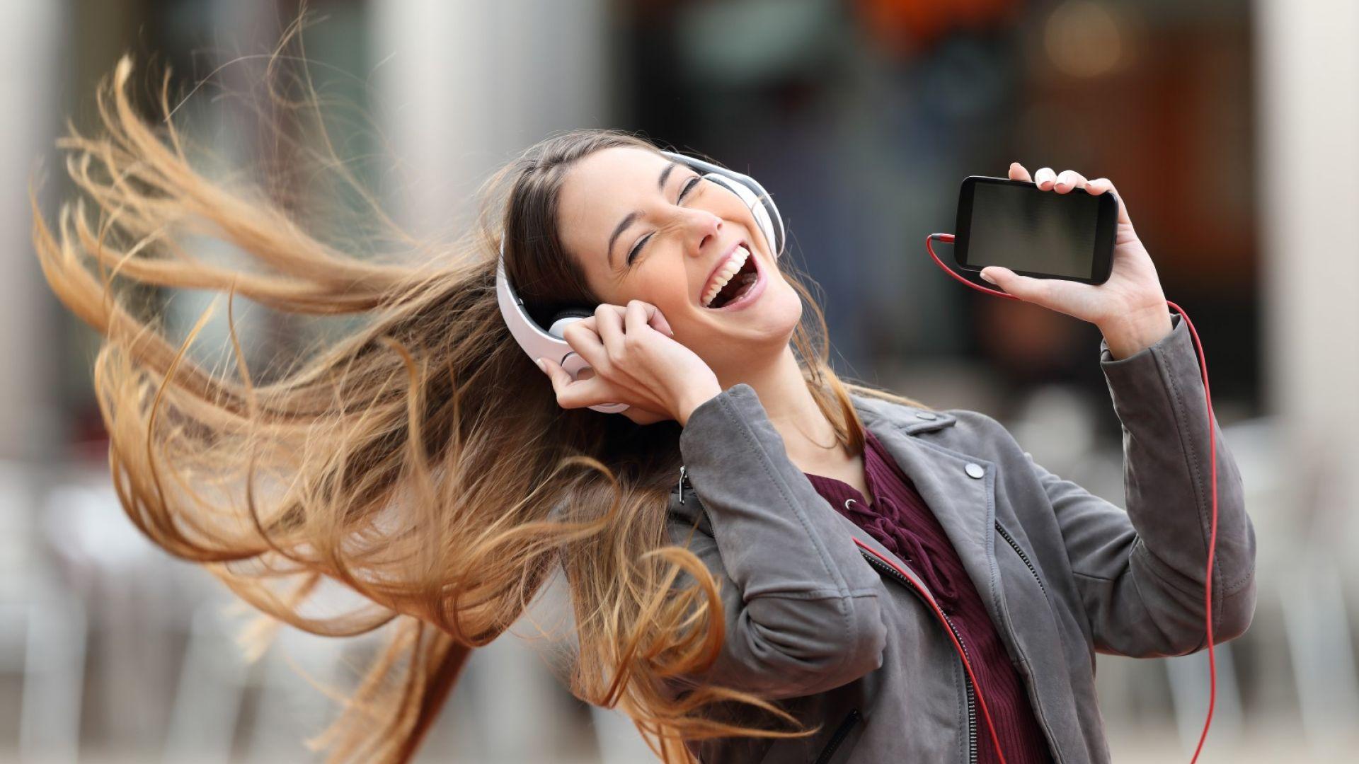 СЗО: Хората между 12 и 35 години увреждат слуха си със силна музика