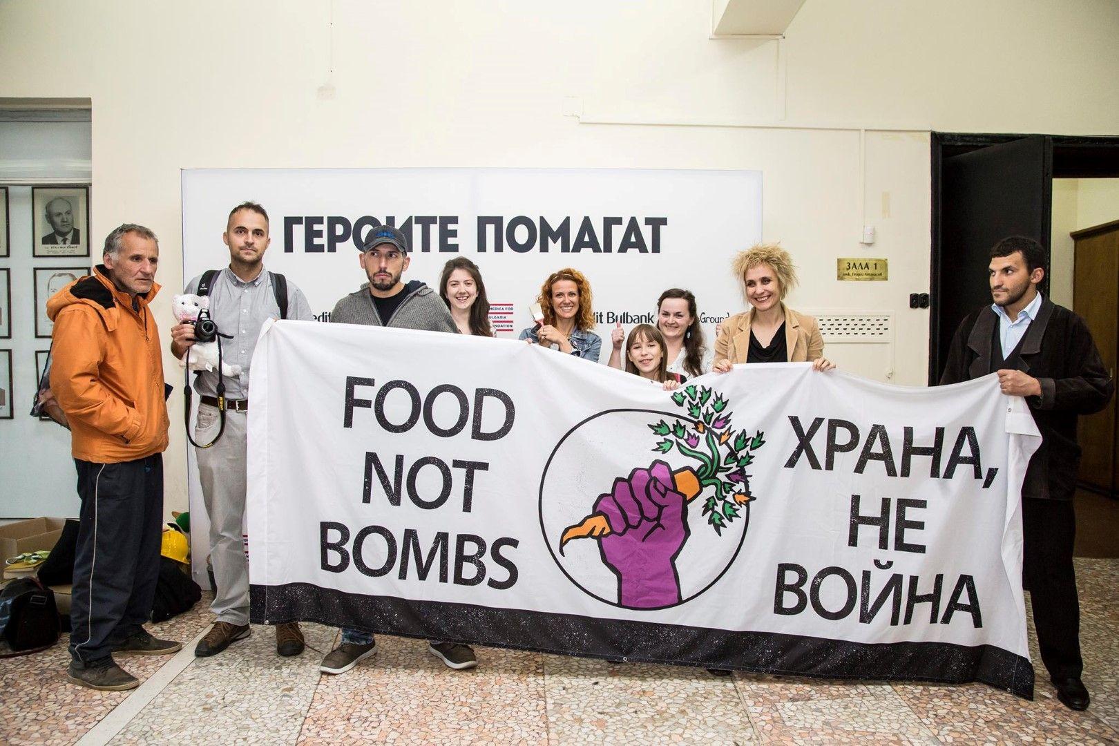 Галина Лачева заедно с колегите си от благотворителната инициатива
