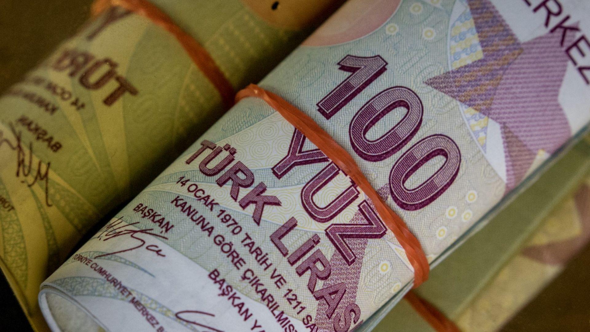 Богатите турци купуват злато и долари в рекордни количества