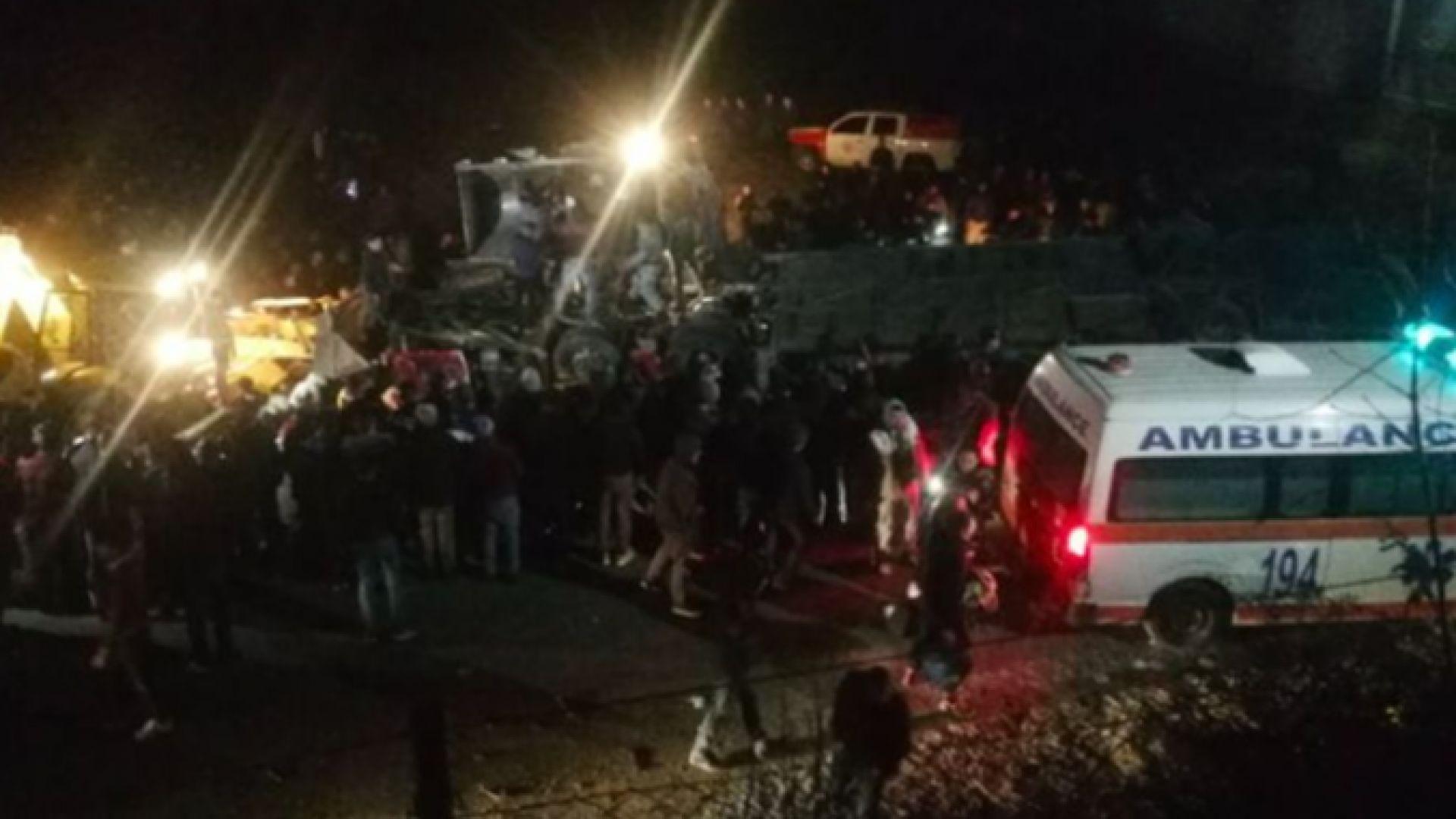 Автобус с 50 души падна в пропаст край Скопие