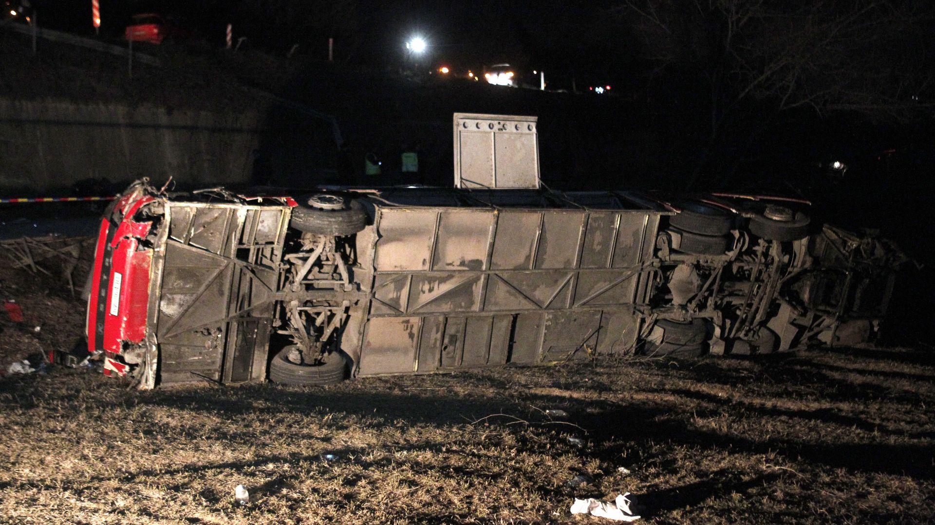 Борисов: Съболезнования за автобусната катастрофа в Македония. Жертвите вече са 14 (снимки)