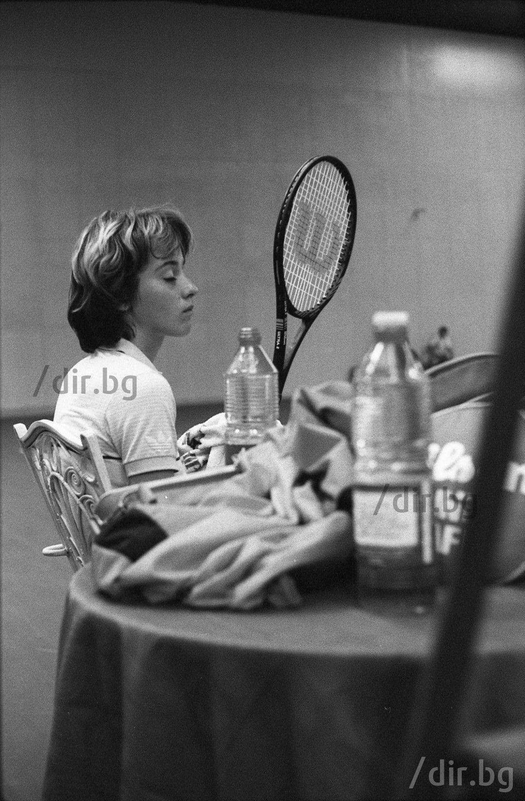 """Хотел """"Витоша-Ню Отани"""", София. Началото на 80-те години. Младата звезда Мануела пред отбрана публика. България вече знае, че има супер талант в тениса."""