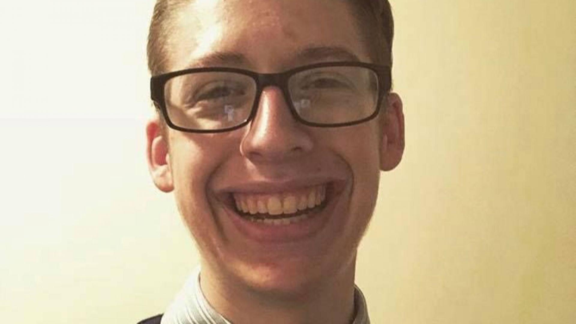 Синът на антиваксъри отпразнува пълнолетие като си направи ваксини