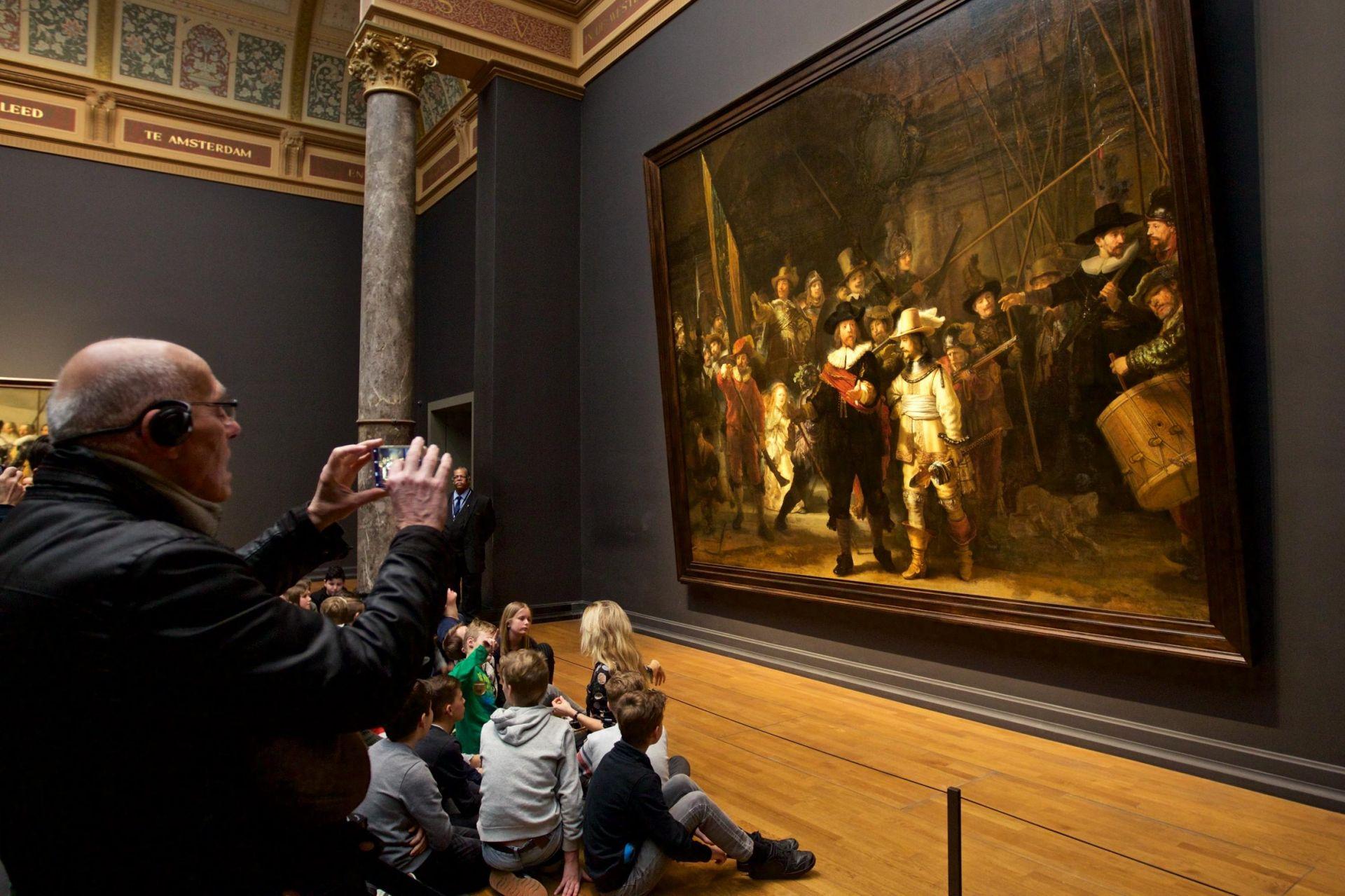 """""""Нощна стража"""" на Рембранд в музея в Амстердам"""