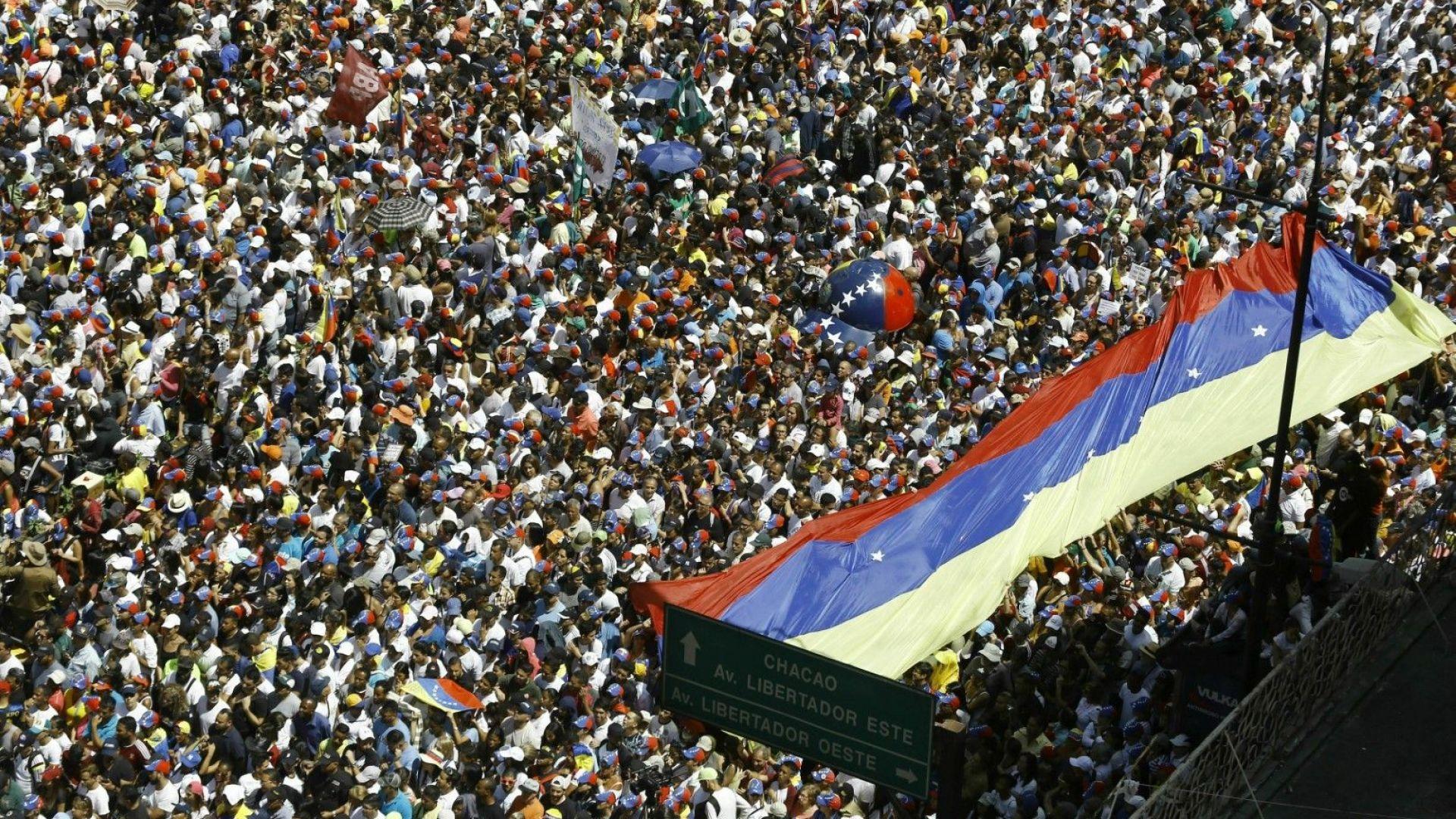 """Ще се стигне ли до """"хуманитарна"""" военна помощ за Венецуела"""