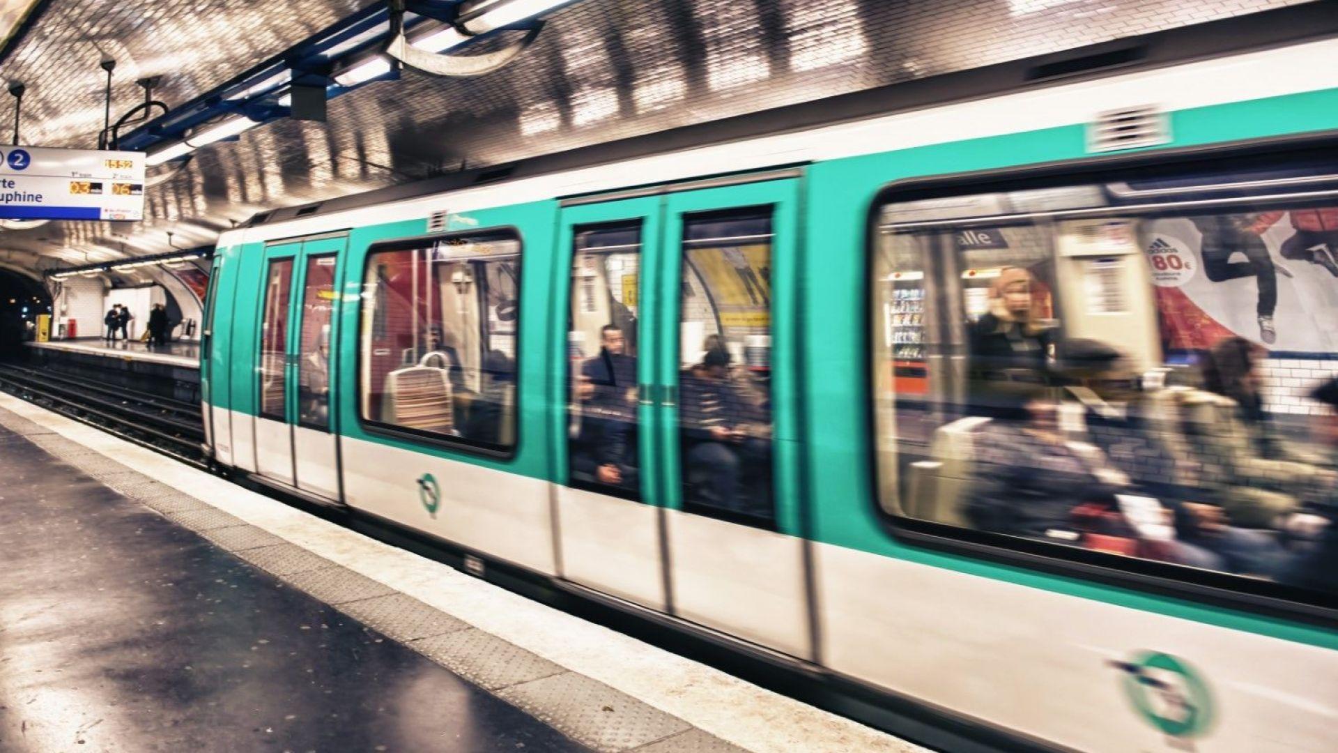 Парижкото метро премахва хартиените билети, само с карта