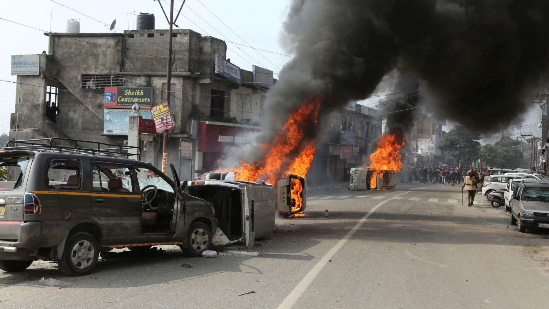 След кървавата баня в Кашмир: Индия напълно ще изолира Пакистан
