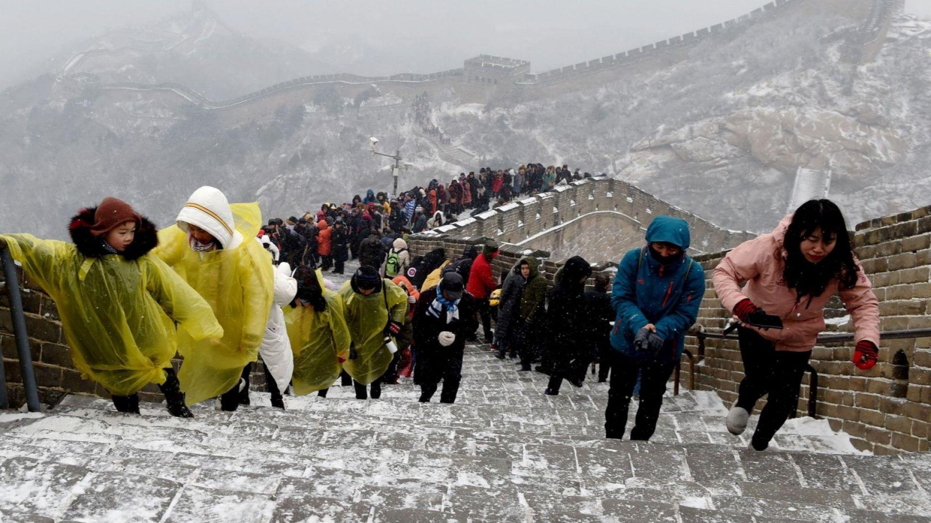 Великата китайска стена се превърна в огромна пързалка (снимки)