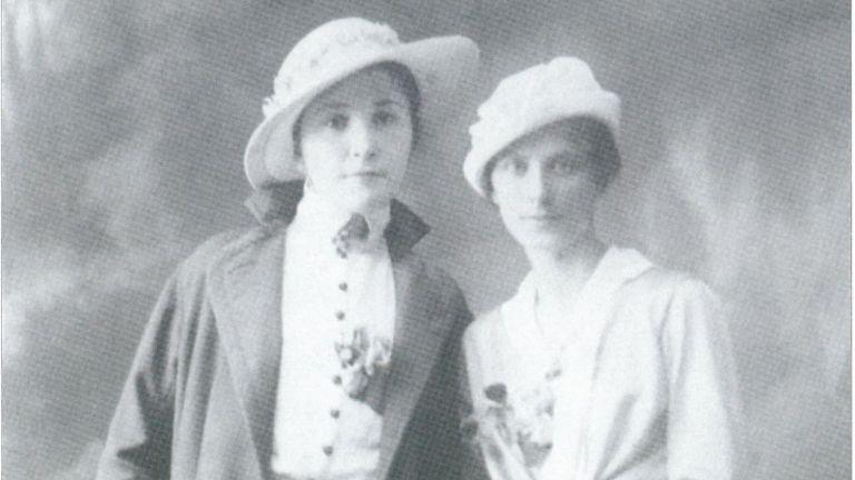 Димитрина Ковачева (вляво) с приятелката Елена Ачкова