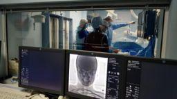 Френски професор и български доцент направиха уникални операции на дете и младеж