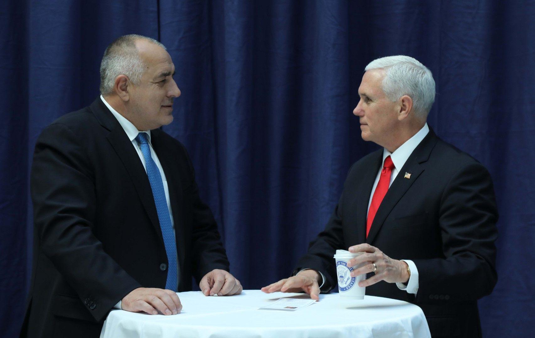 Майк Пенс ще изпрати в България хора от екипа си - ще посетят съвместните българо-американски бази