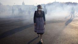 """Сълзотворен газ срещу """"жълтите жилетки"""", протестът продължава вече три месеца"""