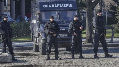 Задържаха 33-ма телефонни измамници, действали у нас и в Румъния, спечелили 2 млн. лв.
