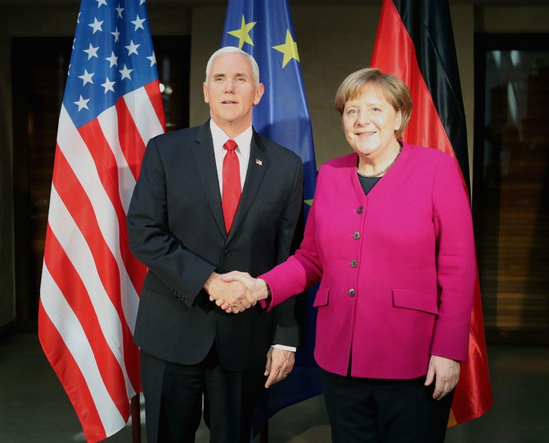Въпреки усмивките пред камерите, световните лидери не намериха път за решаване на проблемите в света в Мюнхен