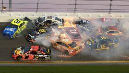 Брутална катастрофа с 22 коли в Daytona 500 (видео)