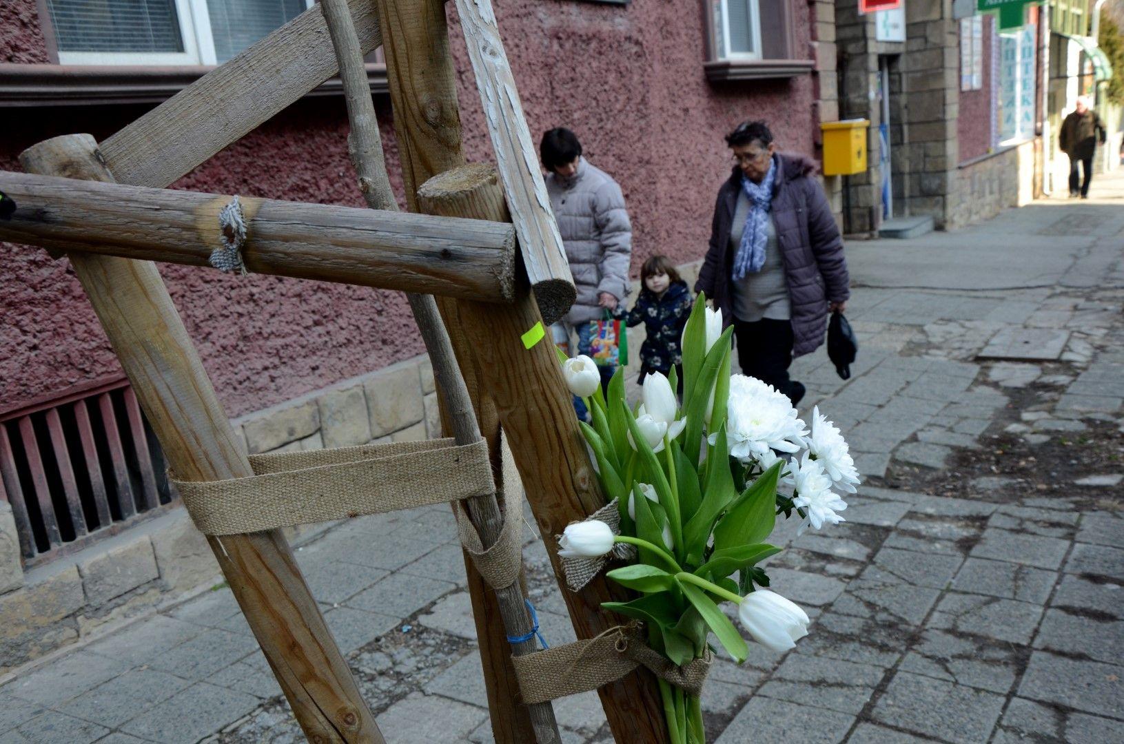 Цветя на мястото, където историкът смята, че Левски е погребан