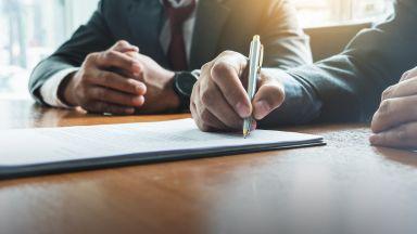 Важно за потребителите: Договорите невалидни без подпис на хартия