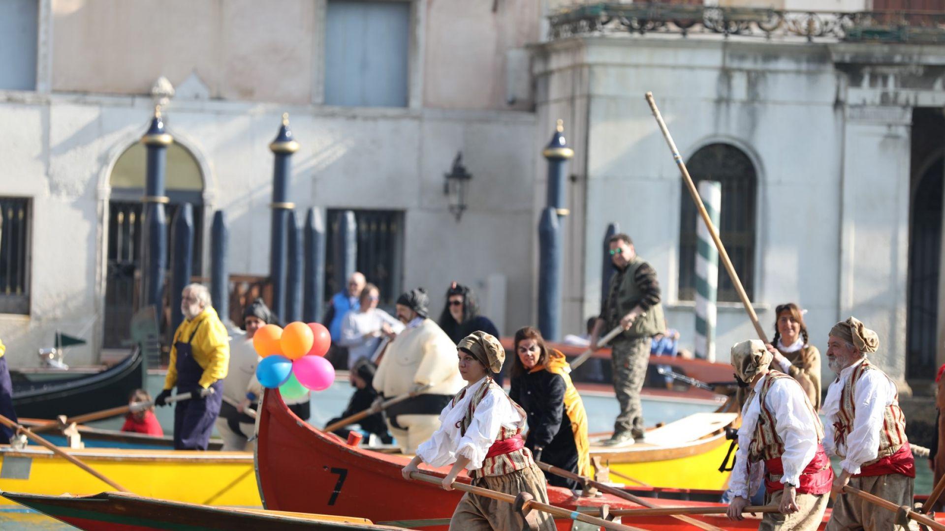 Венецианските гондолиери оцеляват с по 1200 евро помощ от държавата