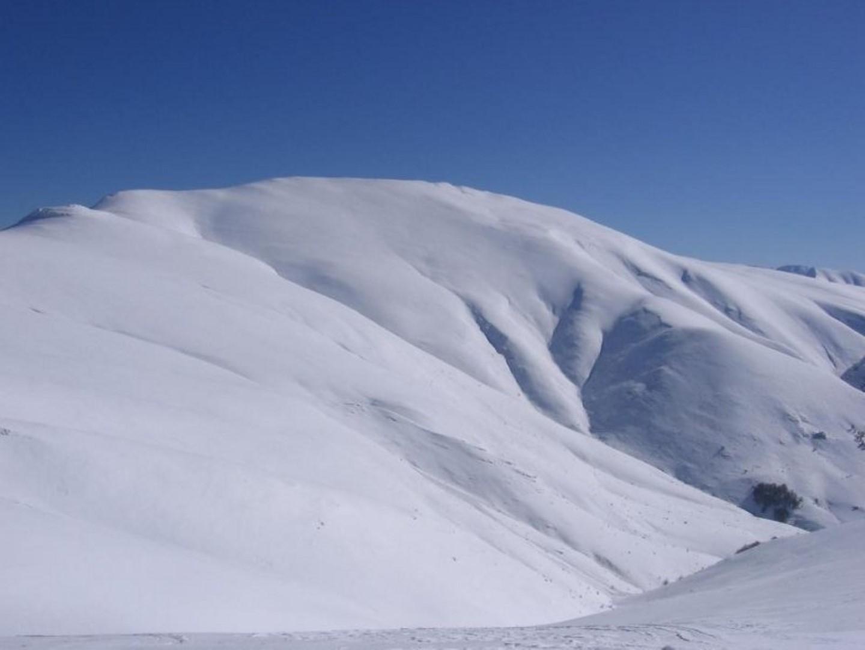Ски от двете страни на Миджур
