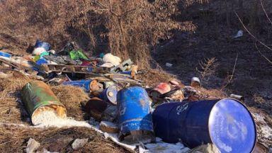 Изхвърлените край гара Яна токсични отпадъци вече са разчистени