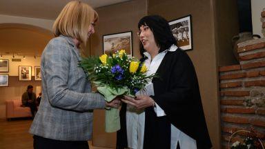 Черно-бялата страст на Мария Цветанова в 44 кадъра