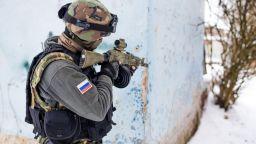 Русия забрани със закон смартфоните за военни на служба