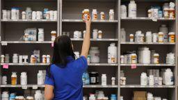 Стотици аптеки в София и страната спират работа в сряда