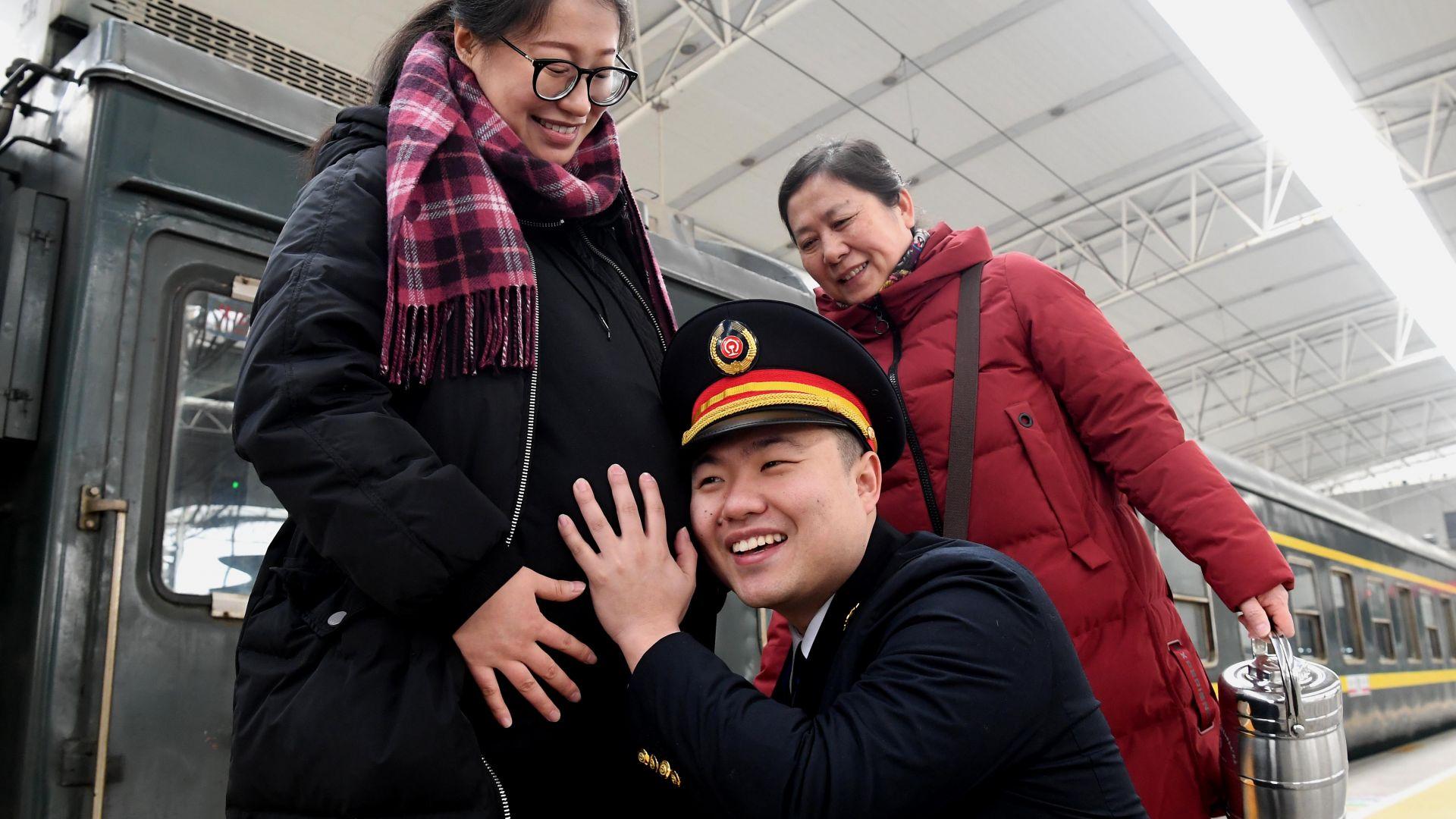 Китайските лидери искат повече бебета, местните власти против