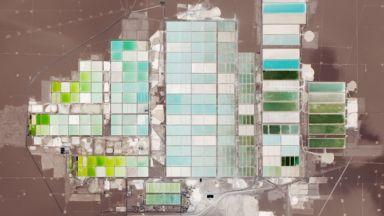 Oбщото между пустинята Атакама, електромобилите и смартфоните