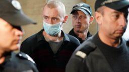 Настаняват в МВР болница 26-годишния Георги, избил семейството си (снимки)