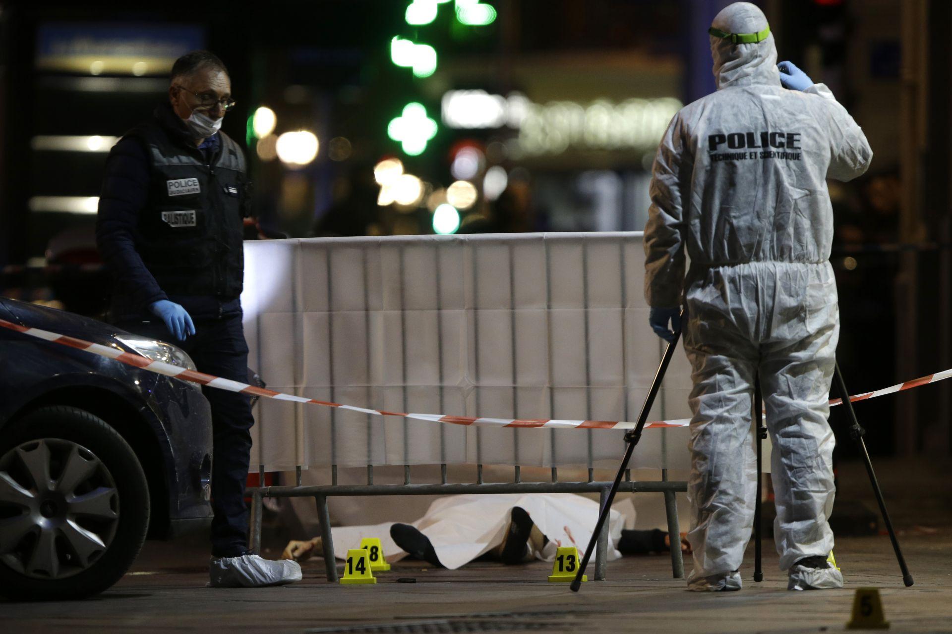 Нападателят беше застрелян от полицията, след като рани трима минувачи