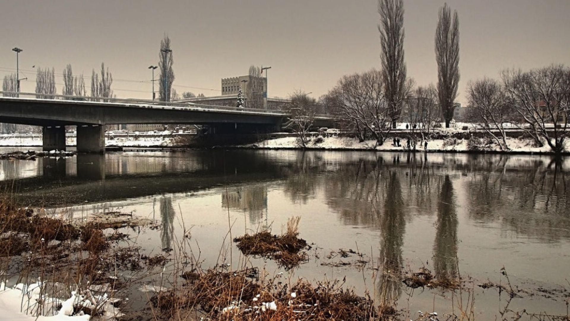 Извадиха труп на жена от река Марица в Пловдив