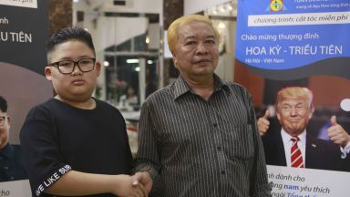 Потрети и прически ала Тръмп и Ким Чен-ун са хит във Виетнам (снимки)