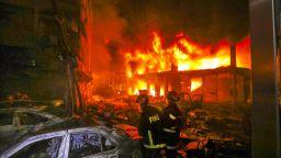 70 души изгоряха в огнен ад в Дака (видео)