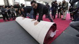 Холивуд постла червения килим в очакване на Оскарите (снимки)