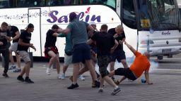 Английски фен се бори със смъртта след бой на мач в Германия