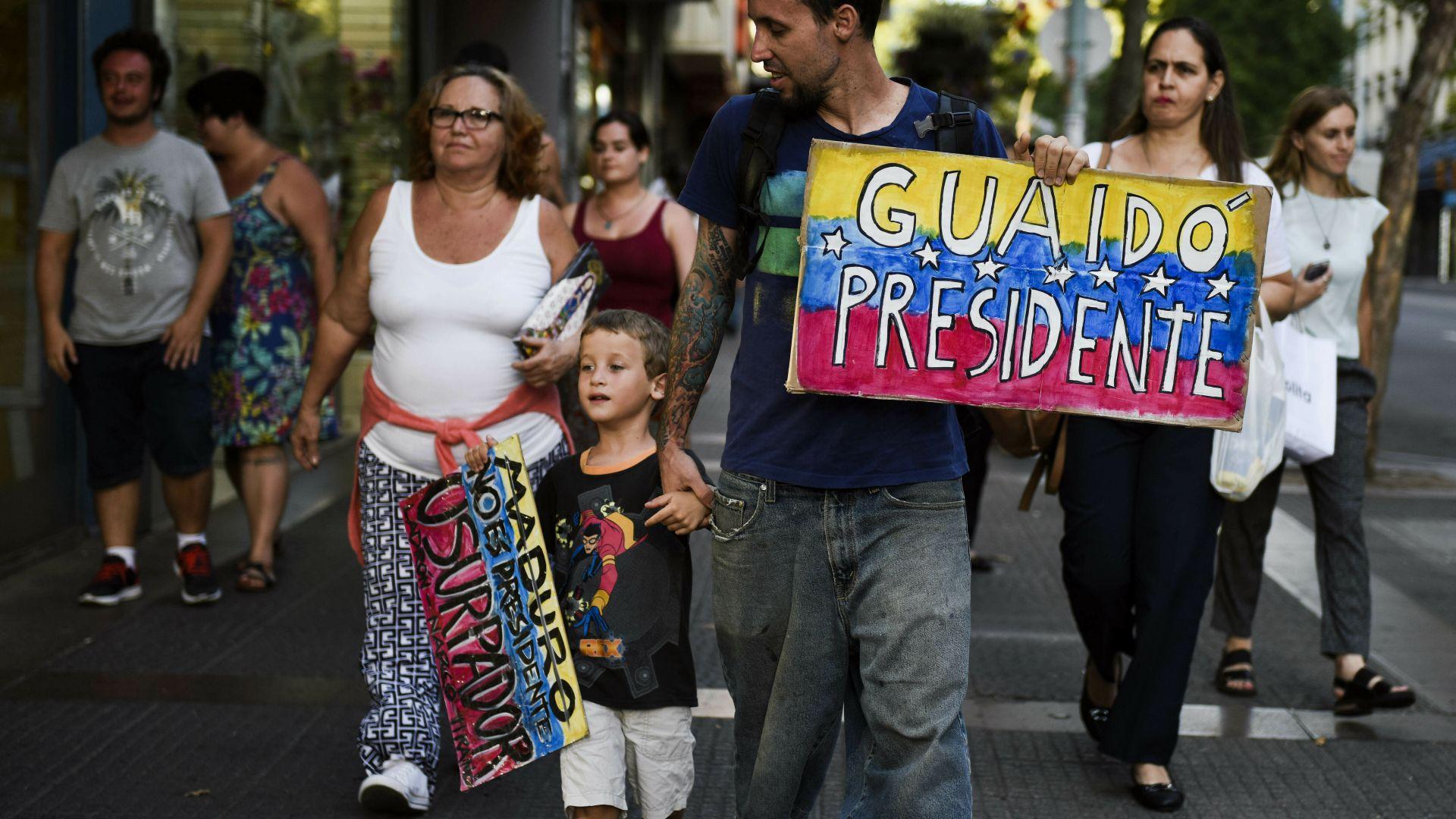 Снимка: Мадуро затвори границата с Бразилия, не пуска хуманитарна помощ