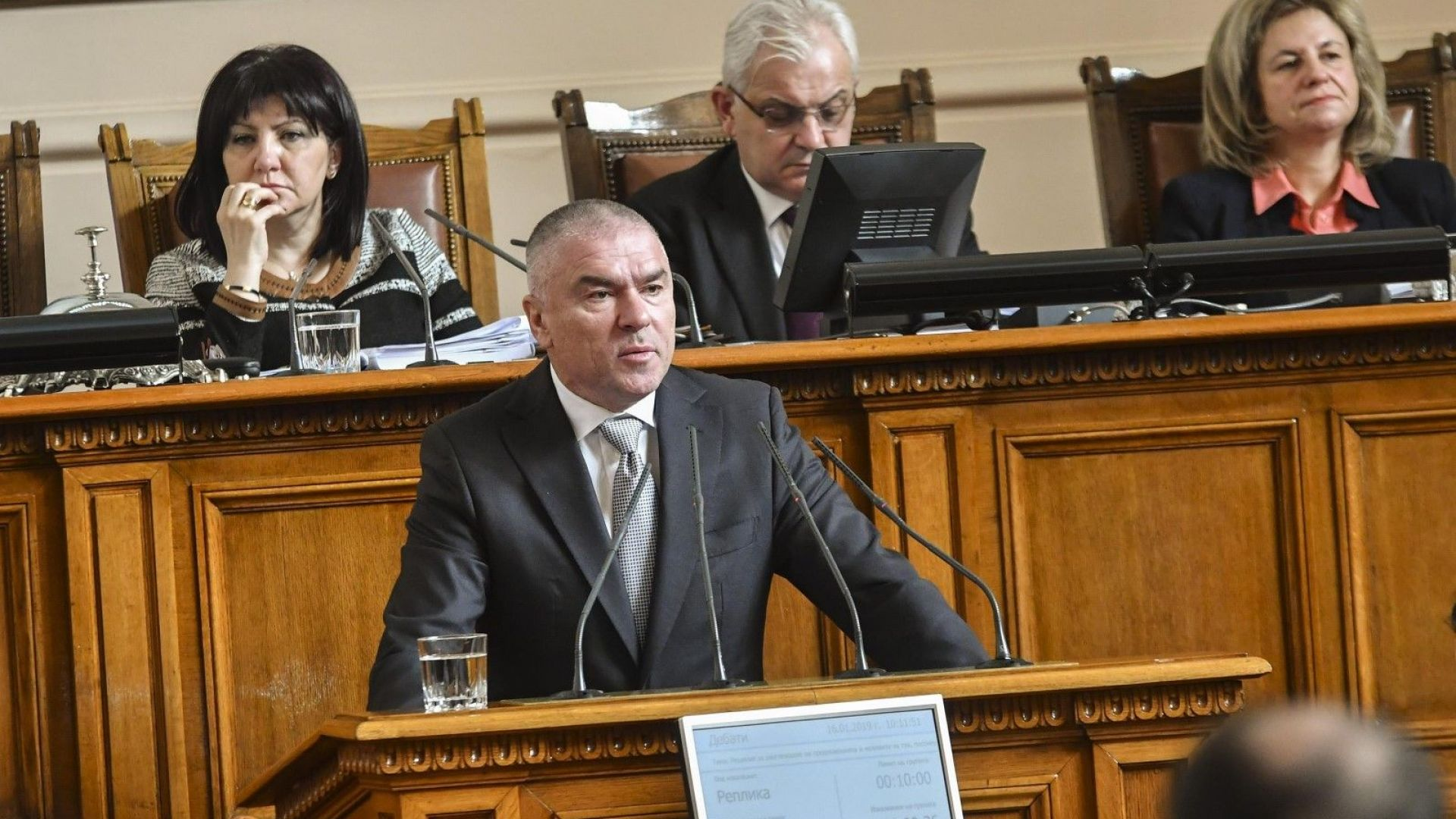 Снимка: Марешки призова Борисов да озапти Каракачанов