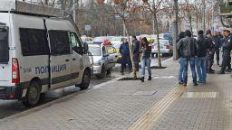 Тийнейджър зад волана блъсна трима полицаи с такси в София