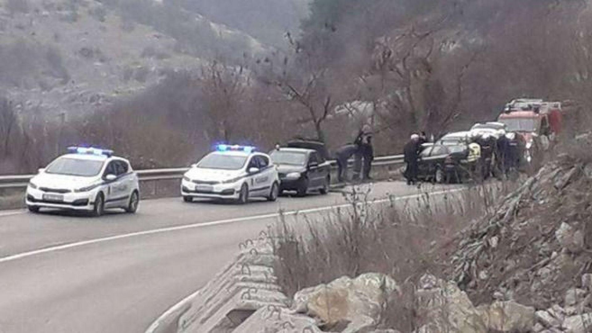 Четирима души са в болница след катастрофа на пътя София