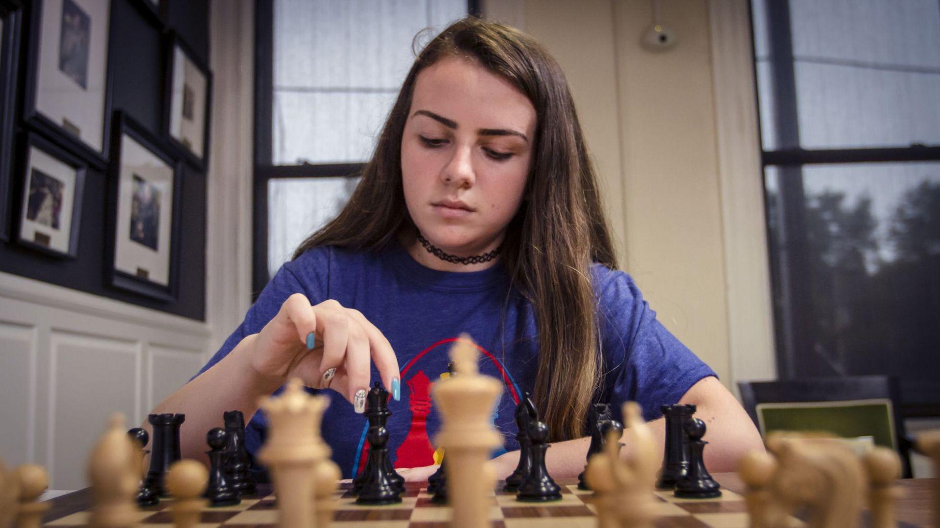 Шахматното чудо Нургюл Салимова стана гросмайстор и при мъжете