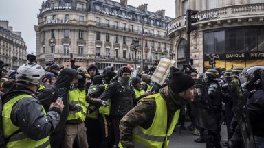 """""""Жълтите жилетки"""" отново в действие. Обявиха """"решителни действия"""" през март"""