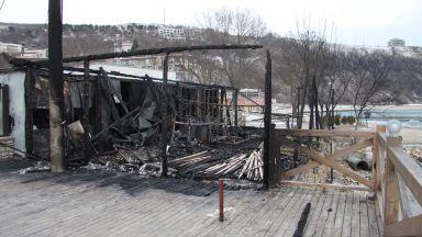 Култово заведение в Каварна изгоря до основи