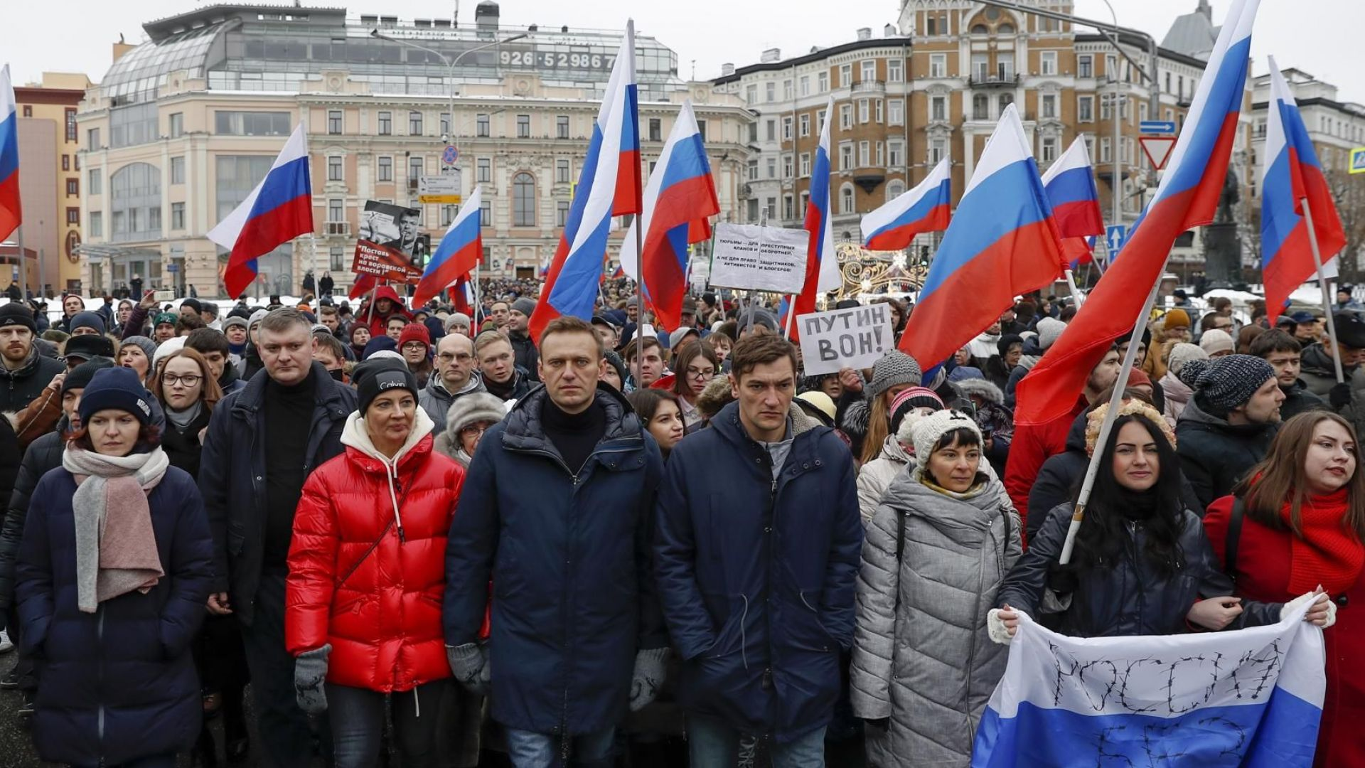Над 10 000 души участват в паметен марш в памет на убития Борис Немцов