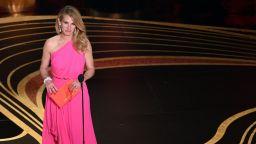 Розовите тоалети завладяха червения килим на Оскарите (снимки)