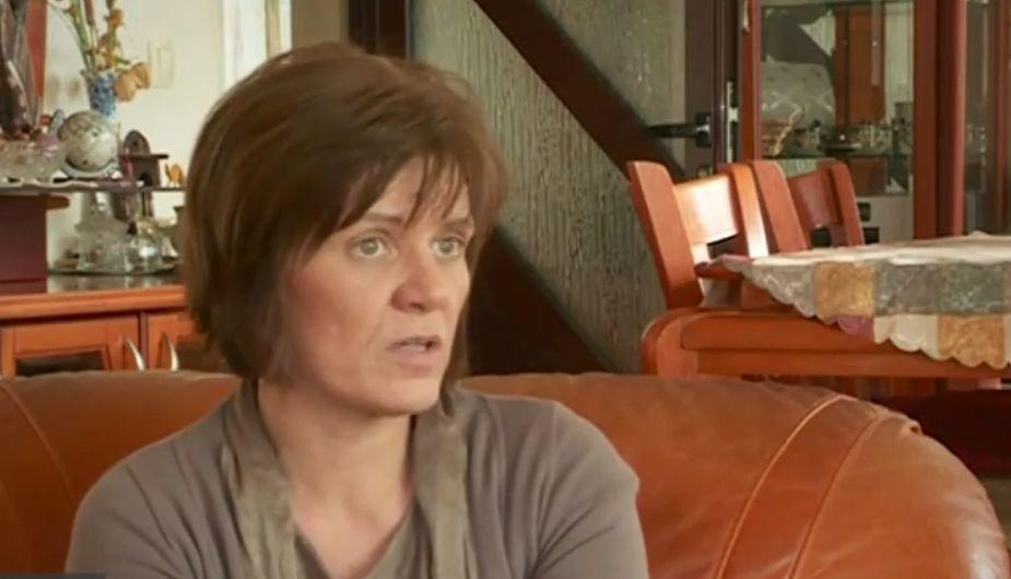 Лелята Елеонора Савова е настойник на детето и се грижи за имотите му